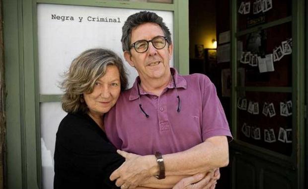 20120318-negra montse-paco-llibreria