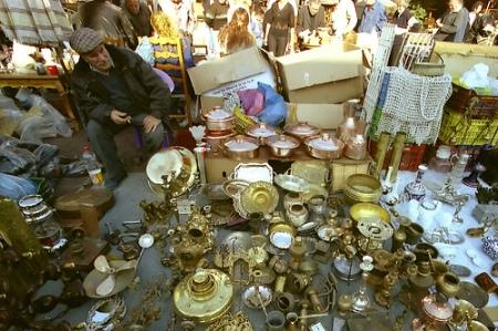 El mercadillo callejero y turístico del barrio de Plaka