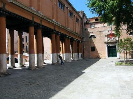 Questura de San Francesco della Vigna, lugar habitual de trabajo del comisario Brunetti