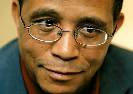 Mohamed Moulessehoul, más conocido como Yasmina Khadra